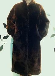 Шуба мутоновая,  цельная,  пр-во Венгрия,  р. 46-48,  глянцево-коричневая