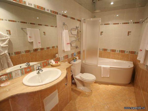 дизайн синей ванной комнаты.