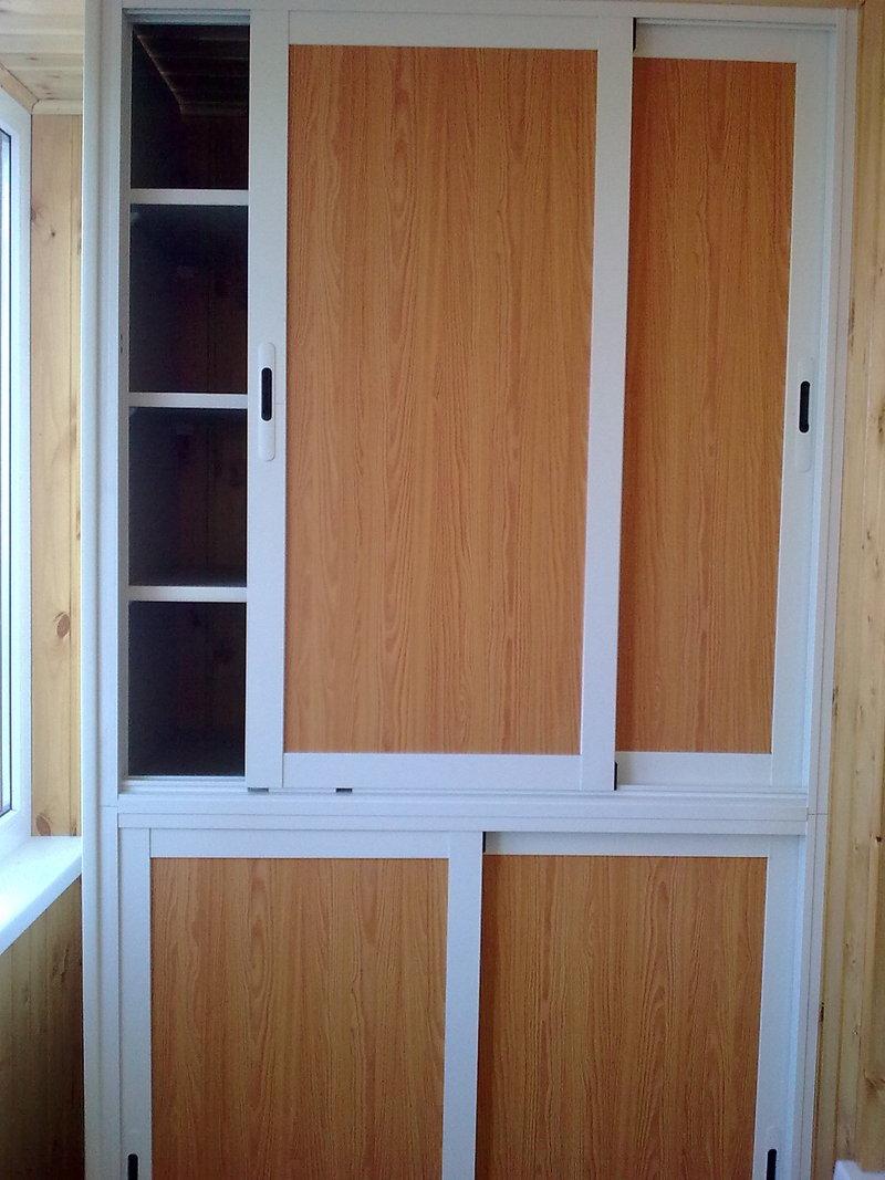 Пластиковые раздвижные дверцы для шкафчика.