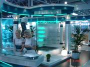 Водная панель с логотипом к выставке.
