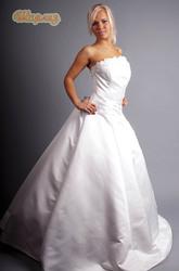 свадебные платья невесты от 500 тысяч  , и костюмы  жениха