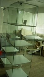 Витрина стеклянная прозрачная