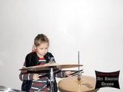 Обучение игре  барабанах в музыкальной студии