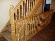 Деревянная лестница в дом с ковролином