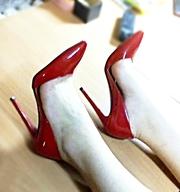 Туфли-лодочки ярко-красного цвета