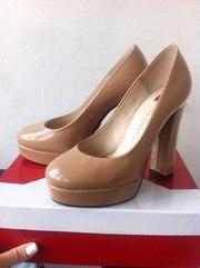 Продам туфли лаковые бежевые