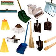 Хозяйственный инвентарь (лопаты, веники, метлы, ведра, грабли, вилы и многое другое)