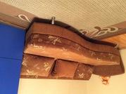Тахта-кровать и три подушки