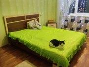 Продам двуспальную кровать с матрасом и прикроватной тумбочкой