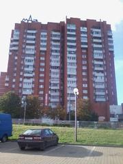 Однокомнатную квартиру улучшенную в кирпичном доме рядом с метро 1985г