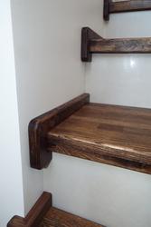 Отделка бетонной лестницы массивом дуба.Звоните