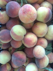 Продаём персик- навал  0, 52 евр/кг